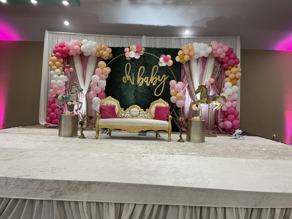 baby shower backdrop image with balloon garland